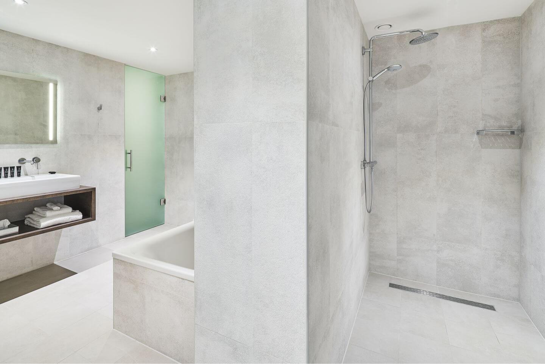 panoramic-suite-bathroom-2.jpg