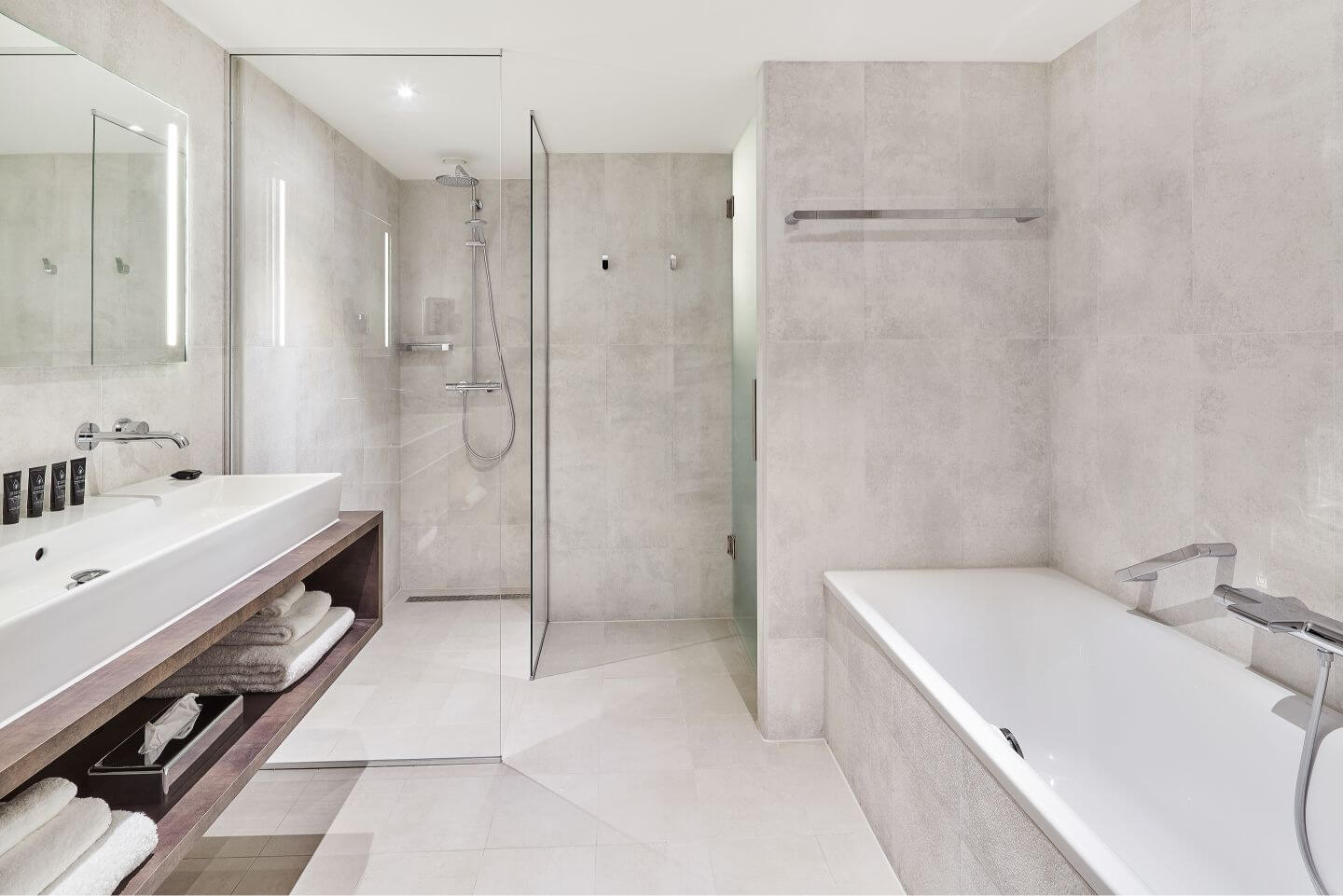 superior-room-bathroom-2.jpg