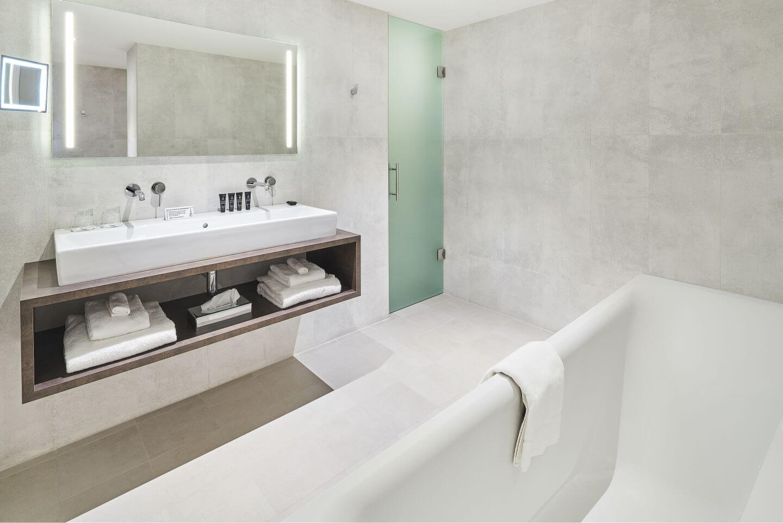 panoramic-suite-bathroom-1.jpg